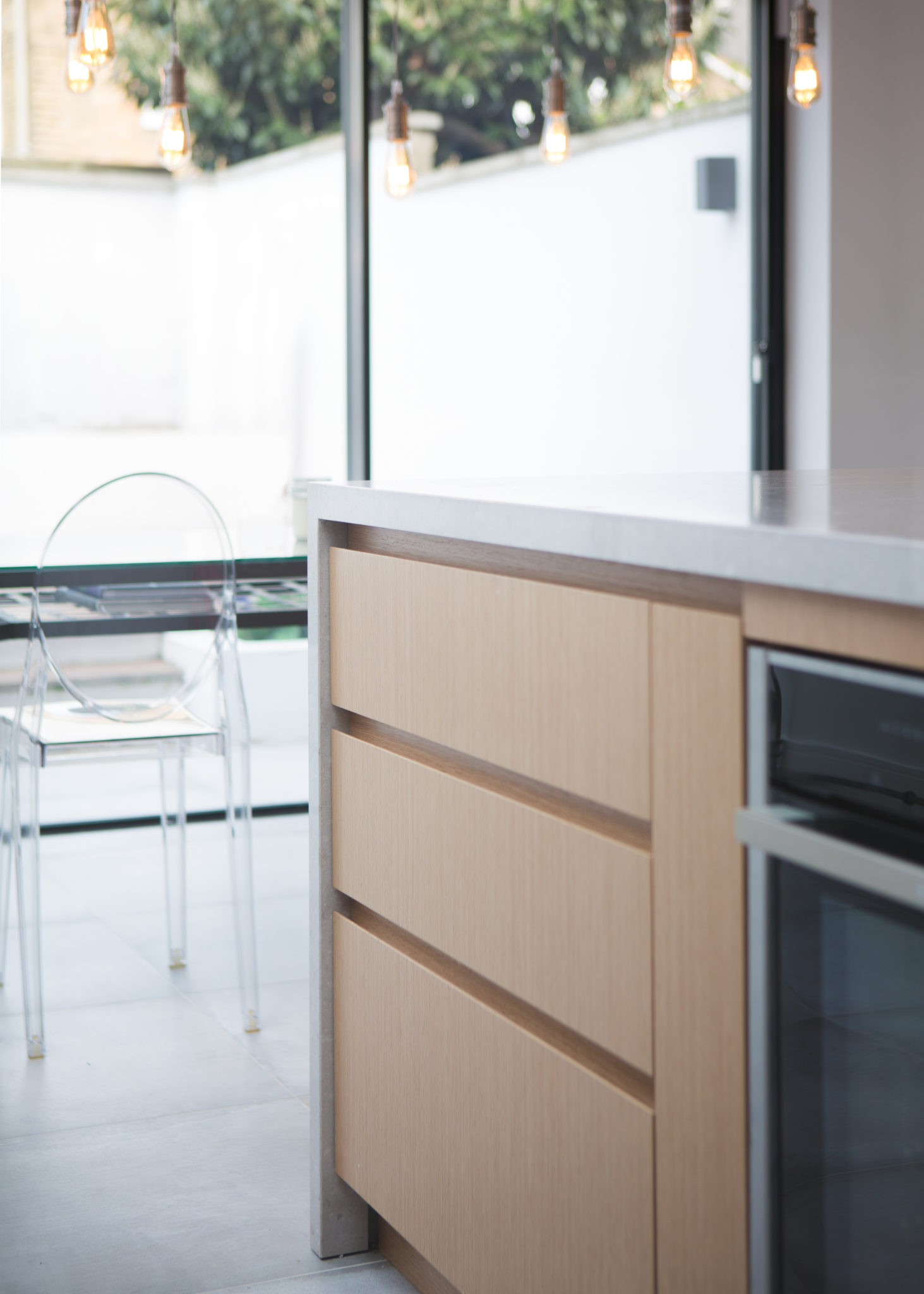 handle-less kitchen drawers
